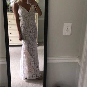 Beautfil white lace prom dress